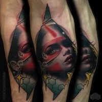 Neue Schule Stil farbiges Unterarm Tattoo mit Porträt der Tribal Frau