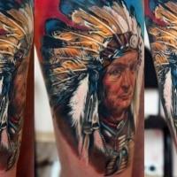 Neue Schule Stil farbiges Bein Tattoo mit Porträt des Indianers
