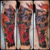 Neue Schule Stil farbiges Bein Tattoo von menschlichem Schädel mit Fledermaus und Blumen