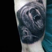 Tatuaje en el brazo, osos amenazantes realistas