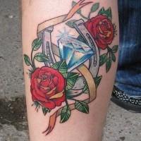 bello ferro di cavallo con diamante e rose rose tatuaggio