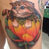Nice looking homemade style thigh tattoo of maneki neko japanese lucky cat with small flower