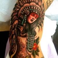 Old-Cartoon-Stil mehrfarbige verführerische indianische Frau Tattoo am Bizeps