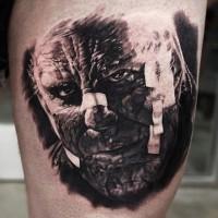 vecchio film orrore molto dettagliato ritratto mostro raccapricciante tatuaggio su coscia