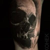 Tatuaggio laterale colorato di teschio umano di Eliot Kohek