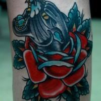 vecchia scuola testa di  pantera nera e rose tatuaggio