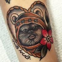 Tatuaje en el antebrazo,  héroe divertido  de la guerra de las galaxias en el marco