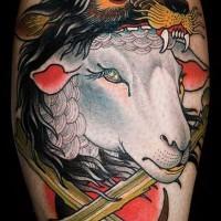 Oldschool farbiges Bein Tattoo von Schafe mit Helm aus Wolfshaut
