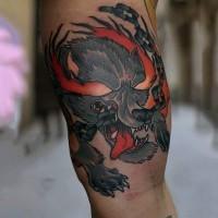 Oldschool farbiger kleiner dämonischer Hund Tattoo am Bizeps mit Kette