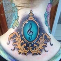 Tatuaje en el cuello, clave de sol interesante
