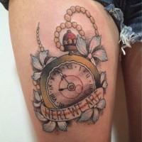 Tatuaje En El Muslo Reloj Interesante Con Flores Y Inscripción Old