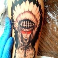 Oldschool buntes Tattoo mit dämonischem Indian am Unterarm mit Wolf und Traumfänger