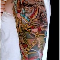 Tatuaggio di scuola vecchia sul braccio il capitano vecchio con la catena sulla barca