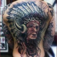 Oldschool originales gefärbtes Tattoo am ganzen Rücken mit altem indianischem Häuptling