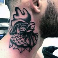 vecchia scuola stile inchiostro nero testa di gallo arrabbiato tatuaggio su collo