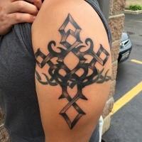 Old School Style schwarze Tinte kreuzförmige Tattoo am Oberarm