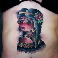 Oldschool Stil Indianerin gefärbtes Tattoo mit kleiner Blume