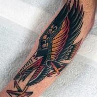 vecchia scuola stile dipinto colorato aquila tatuaggio su braccio