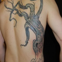 vecchio albero tatuaggio sulla schiena per uomo