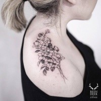 On shoulder tattoo of flowers by Zihwa