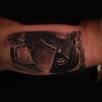 originale dipinto nero e bianco faccia di guerriero spartano tatuaggio su braccio