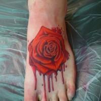 originale dipinto colorato rosa insanguinata tatuaggio su piede