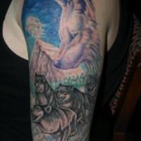 Tatuaggio colorato sul braccio la famiglia dei lupi