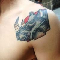 dipinto rinoceronte tatuaggio  su spalla