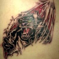 pantera nera da sotto pelle tatuaggio sulla scapola