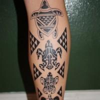 Tatuaggio grande sulla gamba le tartarughe in stile tribale