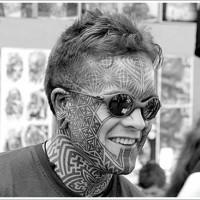 faccia polinesiana tatuaggio disegno su viso