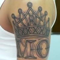 corona particolare con lettera sulla  spalla