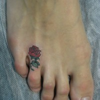 bellissima piccola rosa rossa sexy tatuaggio su piede per ragazze