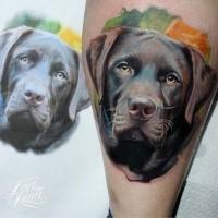 Realismusstil farbiger Unterschenkel Tattoo des netten Hundes