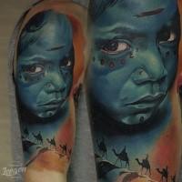 Realismus Stil farbiges Schulter Tattoo von Tribal Mädchen mit Kamelen