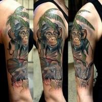 Realismus Stil farbiges Schulter Tattoo von Affen mit Palme und Elefanten
