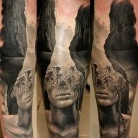 Realismusstil origineller kombinierter Tattoo der Seelagune mit Palmen und weiblichem Gesicht