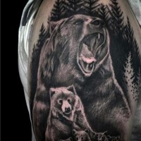 realistico inchiostro nero famiglia di orsi in bosco tatuaggio su spalla