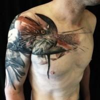 Tatuaje en el hombro, rostro de águila con abstracción