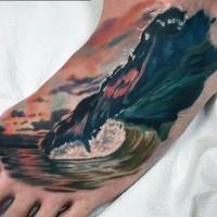 realistico multicolore grande onde in oceano tatuaggio su piede