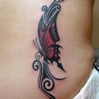 farfalla celtica rossa tatuaggio con modello