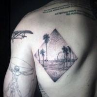 Tatuaggio scapolare in stile dotwork a forma di rombo della spiaggia dell'oceano con palme