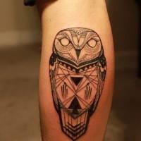 bel uccello di guffo a forma rotonda tatuaggio su gamba