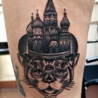grande chiesa nativa russa con mistico gatto tatuaggio su coschia