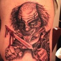 pagliaccio cattivo con coltelli insanguinati tatuaggio