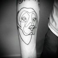 semplice disegno dipinto inchiostro nero schema testa di cane tatuaggio su braccio