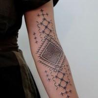 semplice disegno grande inchiostro nero tribale ornamento tatuaggio su braccio
