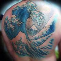semplice disegno grande colorato oceano agitato onde grandi tatuaggio pieno di schiena