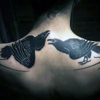 semplice disegno nero e bianco corvo tatuaggio su parte superiore della schiena