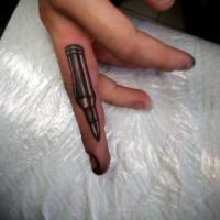 Tatuaje de bala simple en el dedo